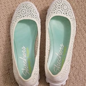 Skechers white lace ballet slip ons size 7.5